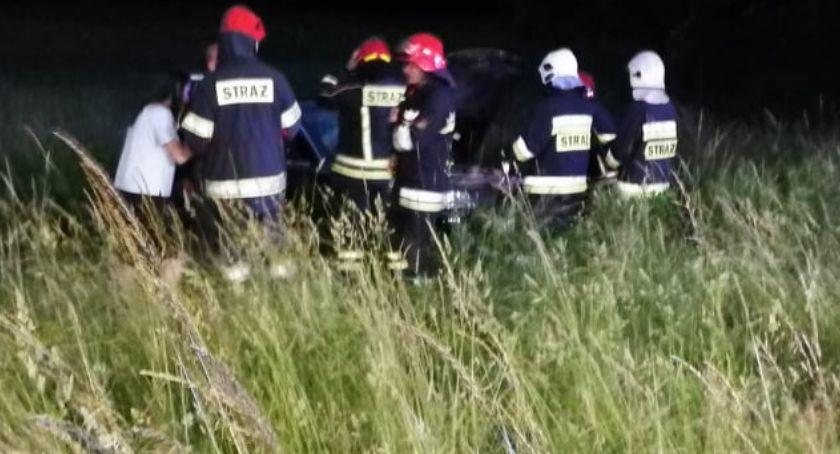 Wypadki drogowe, Dachowanie Dąbrowicy - zdjęcie, fotografia