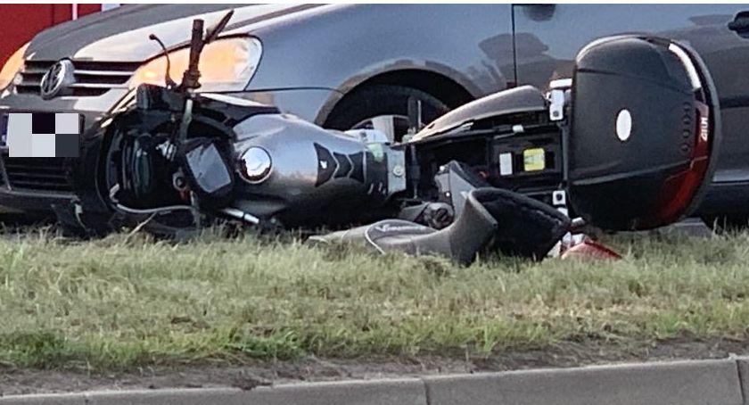 Wypadki drogowe, Zmieniał ruchu potrącił motocyklistę - zdjęcie, fotografia
