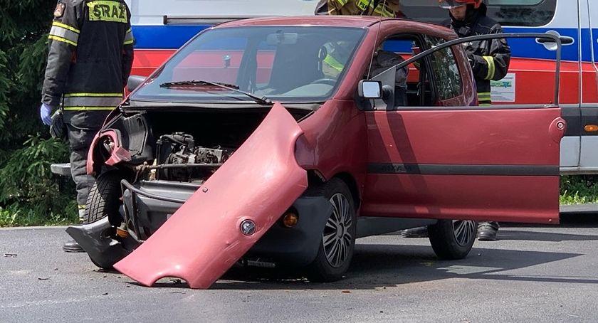 Wypadki drogowe, Zderzenie dwóch samochodów drodze Cieplic Wojcieszyc - zdjęcie, fotografia