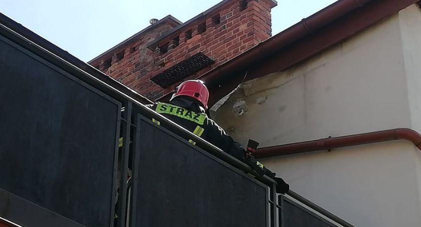 Pożary, Zapaliła elewacja budynku - zdjęcie, fotografia