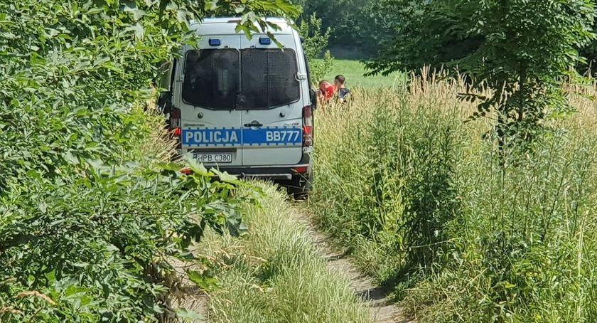 Interwencje, Tragedia Podgórzynie żyje kobieta która zasłabła podczas spaceru - zdjęcie, fotografia