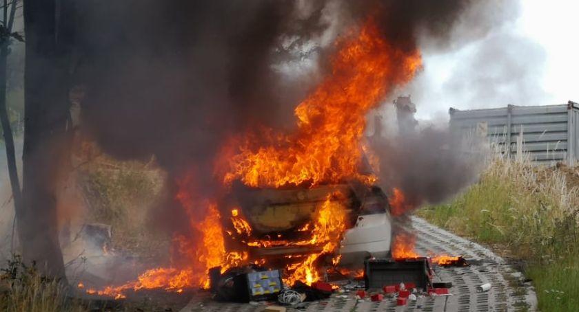 Pożary, Pożar samochodu Szklarskiej Porębie - zdjęcie, fotografia