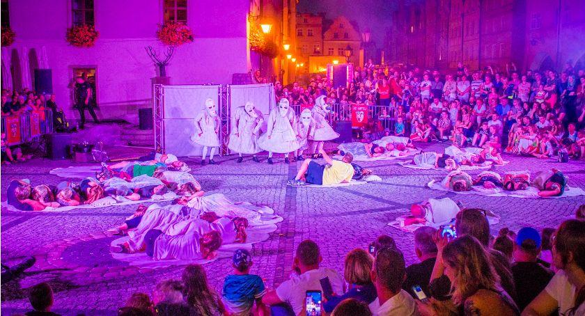 Teatr, Ogromne zainteresowanie teatrami ulicznymi - zdjęcie, fotografia