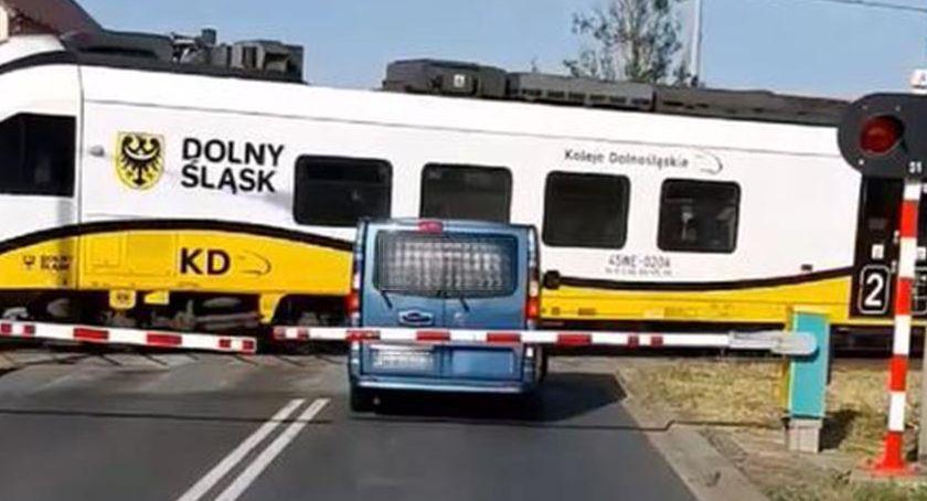 Absurdy, tragedii przejeździe kolejowym Wykrotach - zdjęcie, fotografia