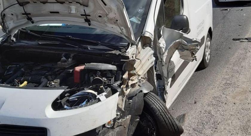 Wypadki drogowe, Zderzenie Jelenią Górą Utrudnienia drodze stronę Wrocławia - zdjęcie, fotografia