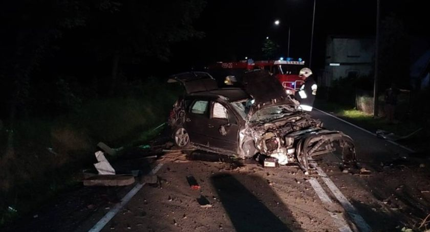 Wypadki drogowe, Nocny wypadek Mirskiem Kierowca zbiegł - zdjęcie, fotografia