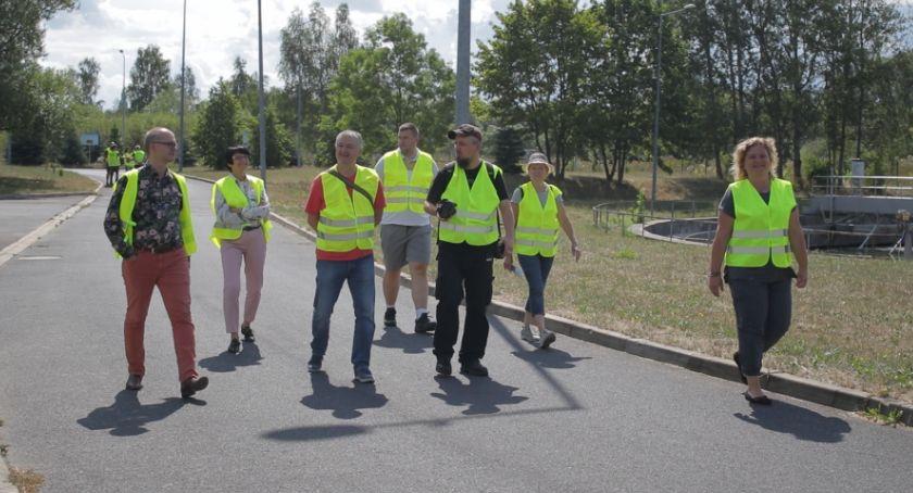 Ludzie, Wodnik zaprosił mieszkańców teren oczyszczalni - zdjęcie, fotografia
