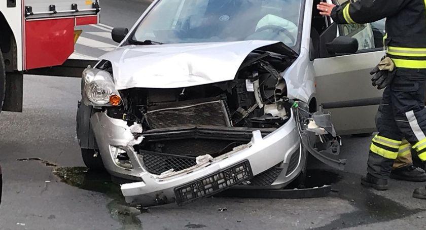 Wypadki drogowe, Zderzenie dwóch fordów skrzyżowaniu Wojska Polskiego - zdjęcie, fotografia