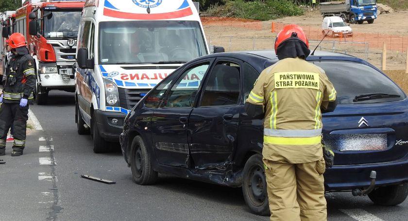 Wypadki drogowe, Sosnówce motocykl zderzył autem osobowym - zdjęcie, fotografia