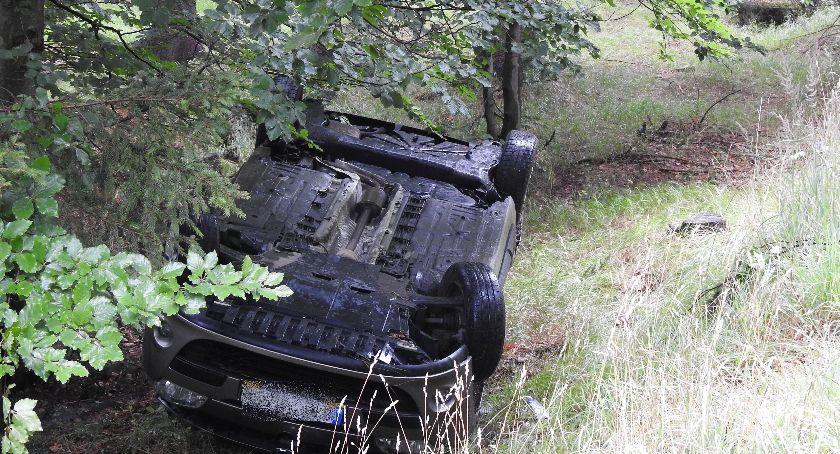 Wypadki drogowe, Dachowanie drodze Szklarska Poręba Jakuszyce - zdjęcie, fotografia