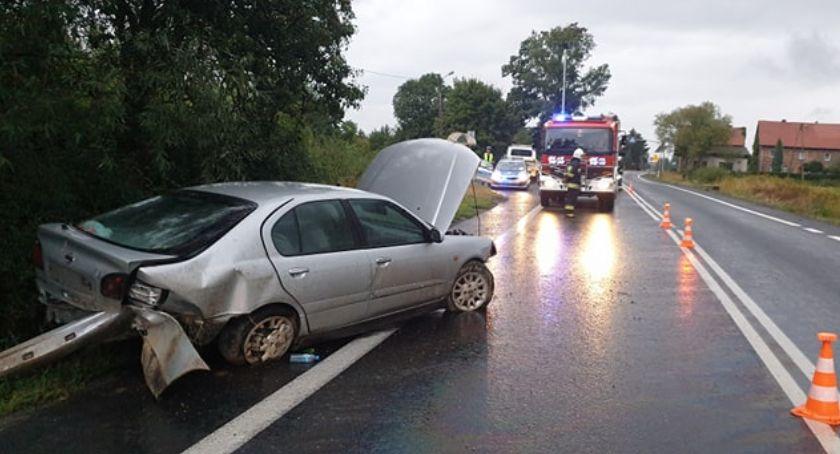 Wypadki drogowe, wysokości Siedlęcina wpadło bariery - zdjęcie, fotografia