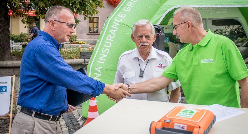 Inwestycje, Defibrylator Jeleniej Góry - zdjęcie, fotografia