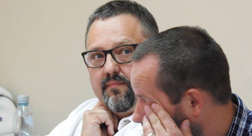 Samorząd, Szklarska Poręba Kuriozalna pomyłka radnego podczas głosowania sesji (video) - zdjęcie, fotografia