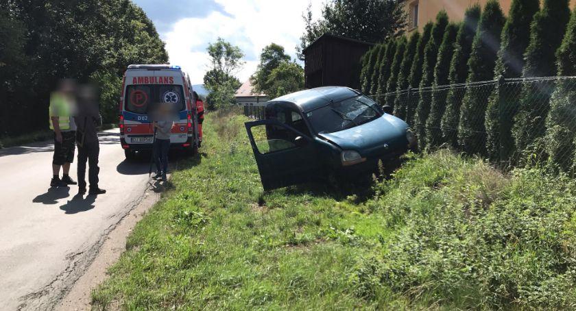 Wypadki drogowe, Zjechał drogi uderzył betonowy przepust - zdjęcie, fotografia