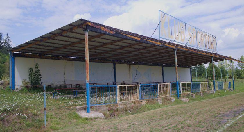 Inwestycje, Konieczna modernizacja stadionu Piechowicach - zdjęcie, fotografia