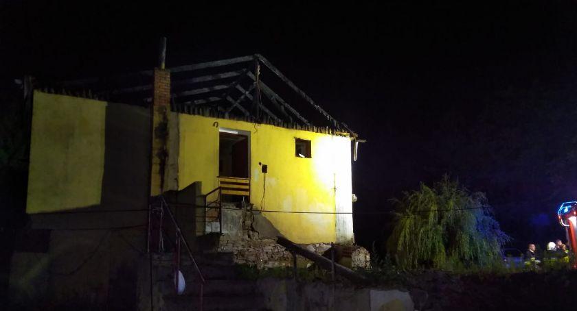 Pożary, Lampion szczęścia przyczyną tragedii Rodzina dachu głową - zdjęcie, fotografia