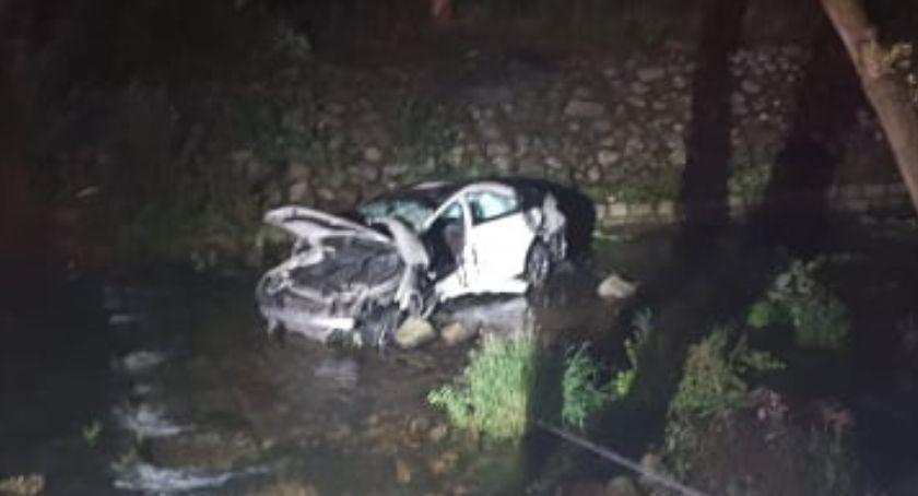 Wypadki drogowe, wpadło rzeki Kierowca zginął miejscu - zdjęcie, fotografia