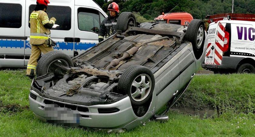 Wypadki drogowe, Dachowanie Sobieskiego - zdjęcie, fotografia
