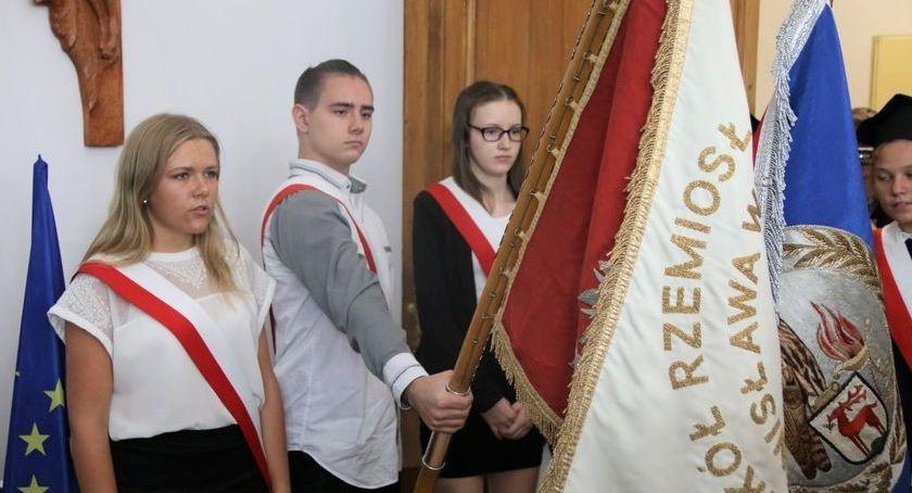 Edukacja, Ponad tysięcy uczniów rozpoczęło szkolny Jeleniej Górze - zdjęcie, fotografia