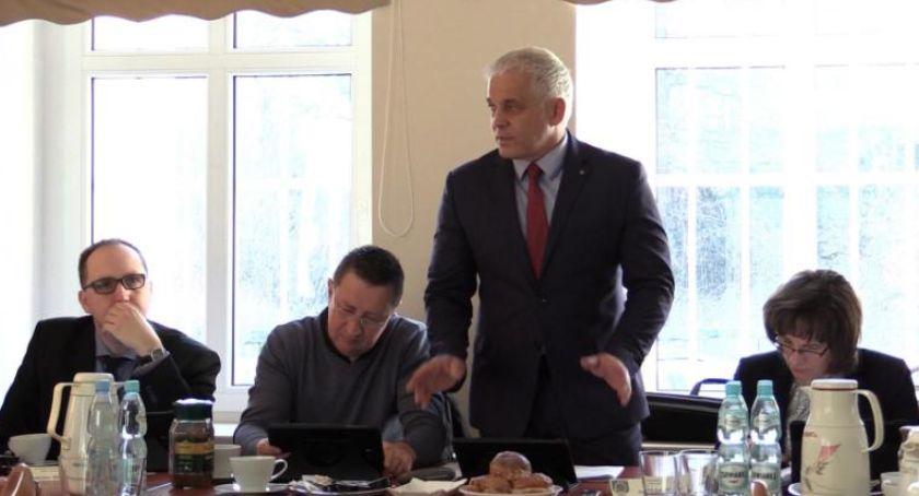 Samorząd, Piechowicach dojdzie zmiany przewodniczącego miejskiej - zdjęcie, fotografia
