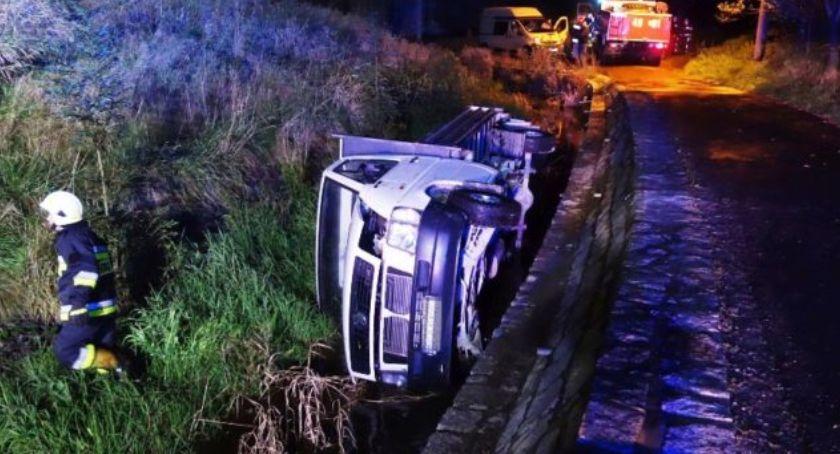 Wypadki drogowe, wpadło potoku Kierowca porzucił uciekł - zdjęcie, fotografia