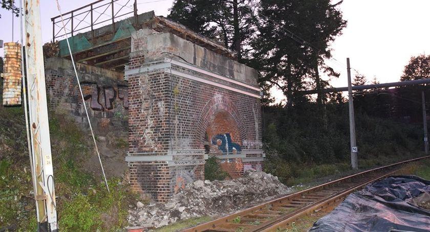 Inwestycje, rozbiórka wiaduktu Piechowicach pierwszy przebudowy - zdjęcie, fotografia