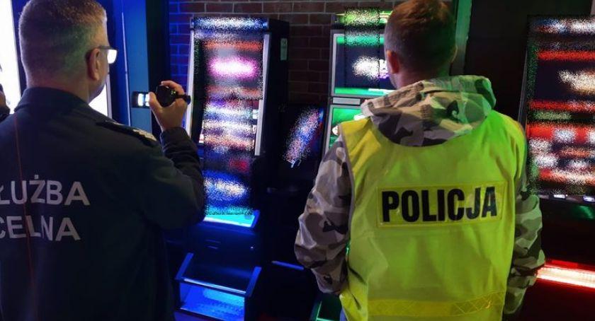 Interwencje, Jeleniogórscy policjanci zarekwirowali kolejne nielegalne automaty hazardowych - zdjęcie, fotografia