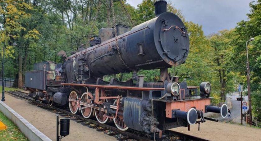 Turystyka, Świeradowa Zdroju dotarła zabytkowa lokomotywa - zdjęcie, fotografia