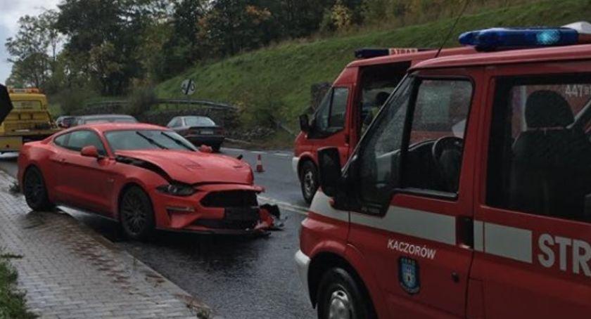 Wypadki drogowe, Kaczorowie samochód osobowy zderzył ciężarówką - zdjęcie, fotografia