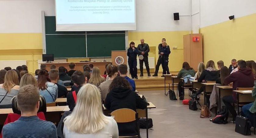Komunikaty policji, Policjanci spotkali studentami - zdjęcie, fotografia