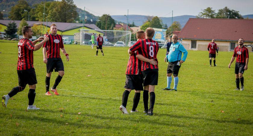 Piłka nożna, Gminne derby Mitexu - zdjęcie, fotografia