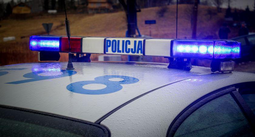 Kronika Kryminalna, Poszukiwany spowodował kolizję radiowozem miał narkotyki jechał niezarejestrowanym motorowerem kasku świateł tablic - zdjęcie, fotografia