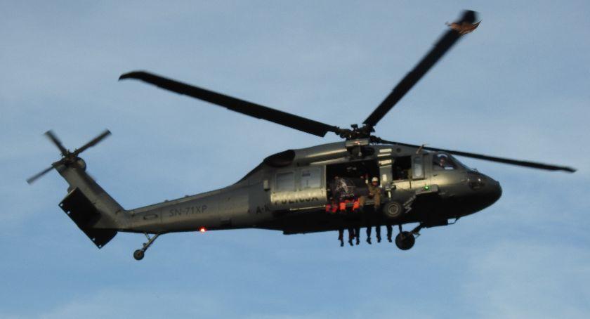 Ludzie, Piechowicach lądował śmigłowiec Black - zdjęcie, fotografia