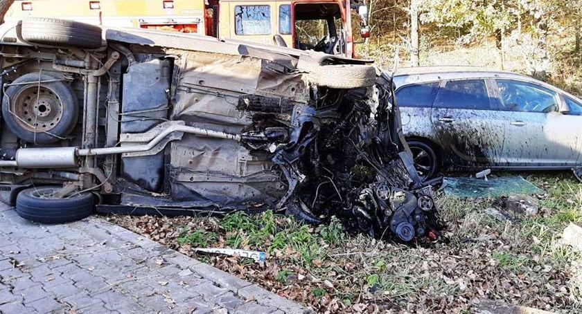 Wypadki drogowe, Bardzo poważny wypadek drodze Jelenia Góra Lwówek Jedna osoba żyje - zdjęcie, fotografia