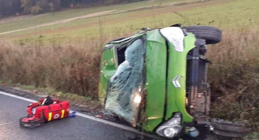 Wypadki drogowe, Dachowanie Kaczorowem - zdjęcie, fotografia