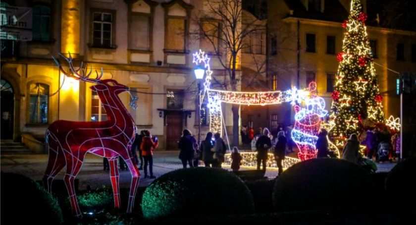 Wydarzenia, McDonald`s będzie kręcić świąteczną reklamę Jeleniej Górze - zdjęcie, fotografia