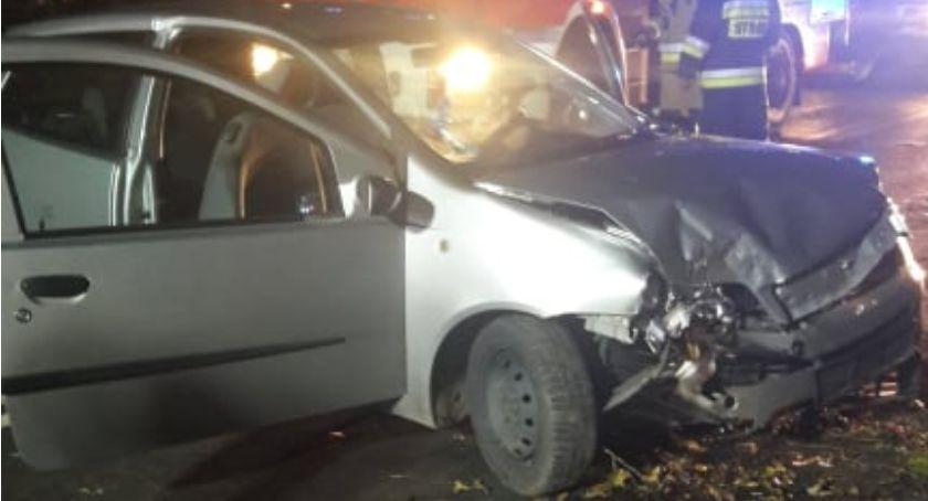 Wypadki drogowe, Samochód uderzył drzewo Kierowca uciekł - zdjęcie, fotografia