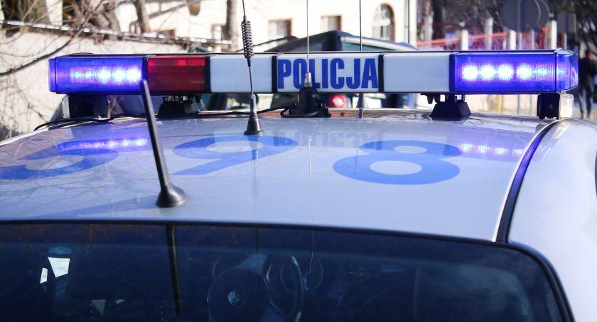 Komunikaty policji, Ostrożnie drodze pamiętajmy odblaskach - zdjęcie, fotografia