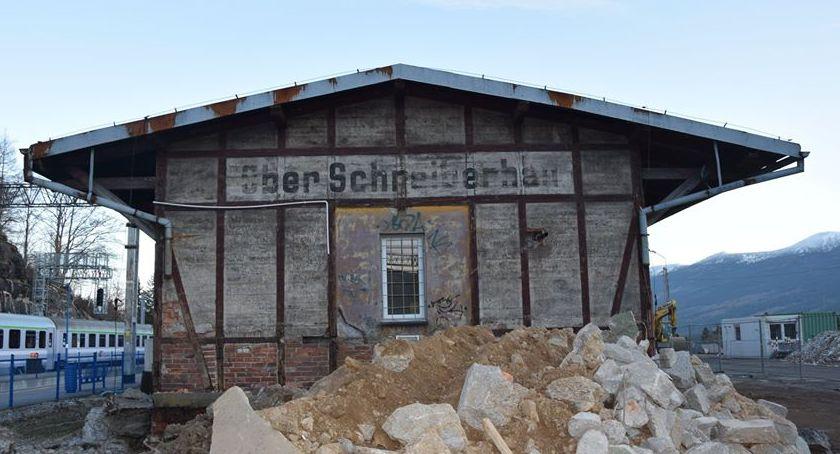Historia, Remont dworca Szklarskiej Porębie odsłonięto stary niemiecki napis - zdjęcie, fotografia