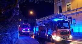Pożar w mieszkaniu na Sudeckiej. 10 osób ewakuowanych