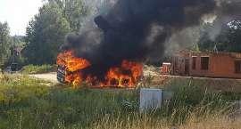 Spłonęła betoniarka. Kierowca porażony prądem