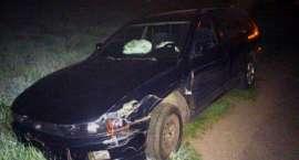 Kierująca bez uprawnień i po alkoholu rozbiła dwa auta i znak w Lubomierzu.