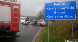 Czołowe zderzenie na drodze pod Przełęczą Okraj