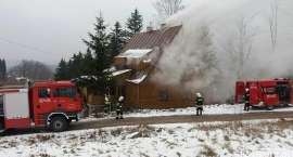 Strażacy walczą z pożarem w Przesiece (ZDJĘCIA)