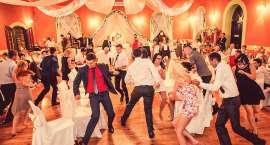 Sale weselne, zaproszenia, suknia ślubna - od czego zacząć organizację wesela?