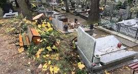 Wielkie sprzątanie na cmentarzach