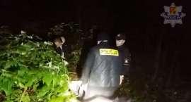Starszy mężczyzna zgubił się w lesie. Został odnaleziony dosłownie w ostatniej chwili