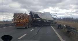 Wiatr szalał na autostradzie A4
