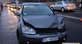 Zderzenie trzech samochodów. Trzy osoby w szpitalu
