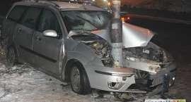 Pijany kierowca kontra latarnia